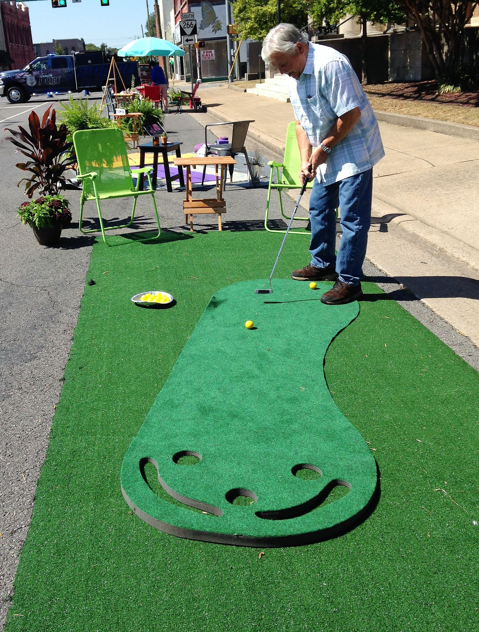 Mayor Bernie Ash enjoying the putting green.